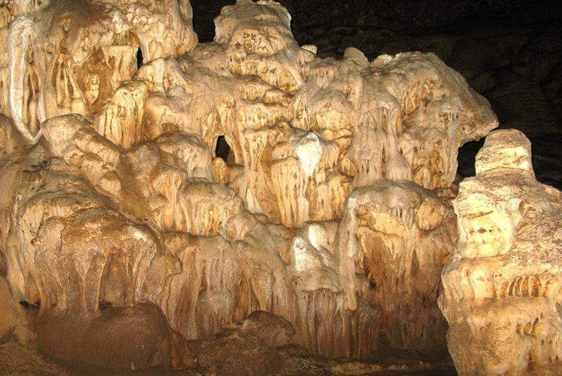 غار منو